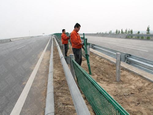 秦皇岛某高速公路安装防抛网案例